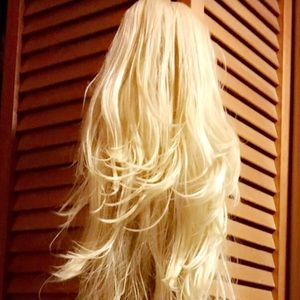 BRAND NEW! WAVY LIGHT BLONDE JAW CLIP  EXTENSION